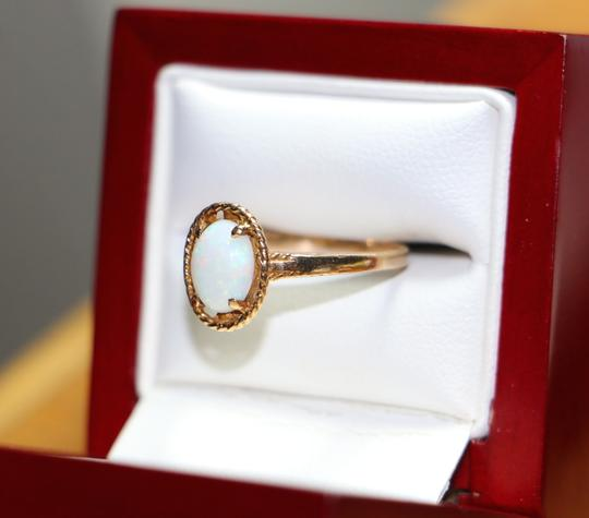 Other 10K Yellow Gold BEAUTIFUL Oval Opal Solitaire Ring, 2 grams Image 1
