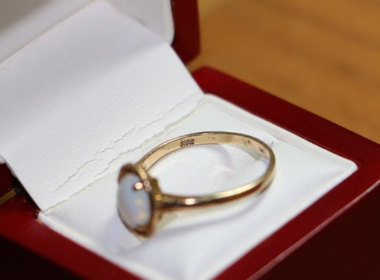 Other 10K Yellow Gold BEAUTIFUL Oval Opal Solitaire Ring, 2 grams Image 2