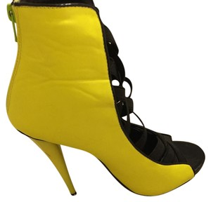 Liliana Neon yellow and black Pumps