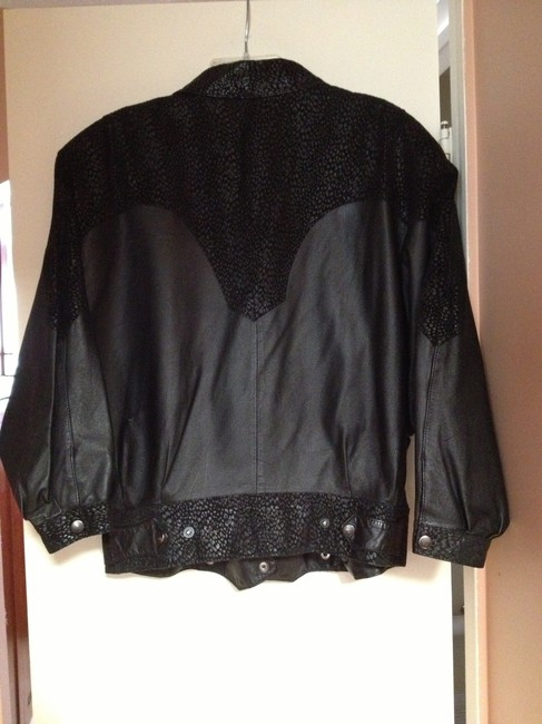 G-III Size Small G-111 Leather Jacket
