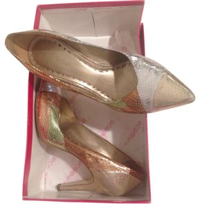 BCBGeneration Gold and silver Pumps
