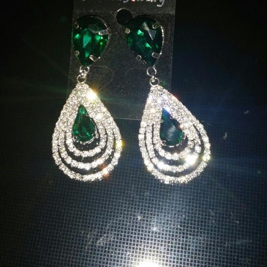 Other Emerald Green color New Crystal Clear Cluster Drop Fall Tear Dangle Image 3