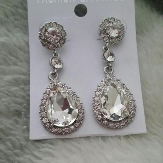 Preload https://item4.tradesy.com/images/clear-drop-crystal-cluster-prom-bridesmaid-cz-diamond-pave-stone-earrings-1951873-0-0.jpg?width=440&height=440