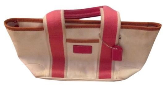 Preload https://item4.tradesy.com/images/coach-shoulder-bag-white-and-pink-1952713-0-0.jpg?width=440&height=440