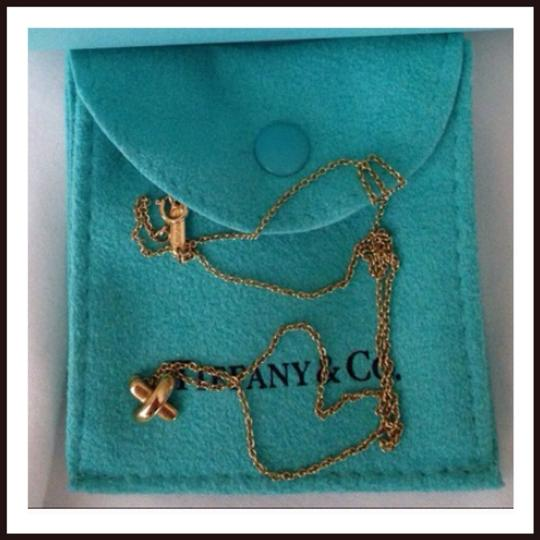 Tiffany & Co. Authentic 18k gold Tiffany criss cross necklace