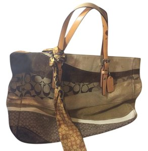 Coach Tote in Tan brown