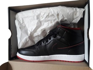 Nike Black/White/Gym Red Athletic