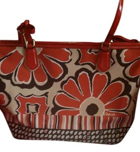 Coach New W/tags Spring Poppy Tote in Desert Sky Neutral (New)