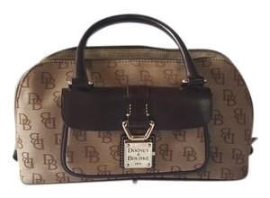 Dooney & Bourke Satchel in Tan/brown