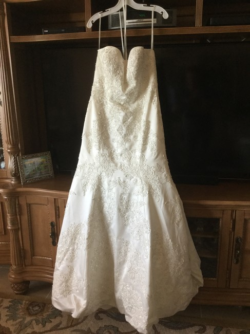 Item - Ivory Satin Beaded Trumpet Gown Wedding Dress Size 8 (M)