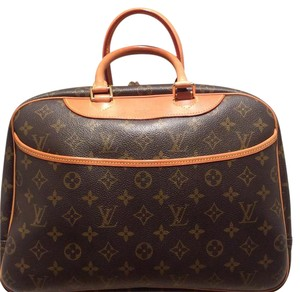 Louis Vuitton Great Condition Deauville Cosmetic Satchel in Monogram