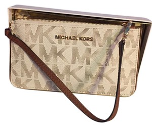 Michael Kors Jet Set Wristlet in Vanilla