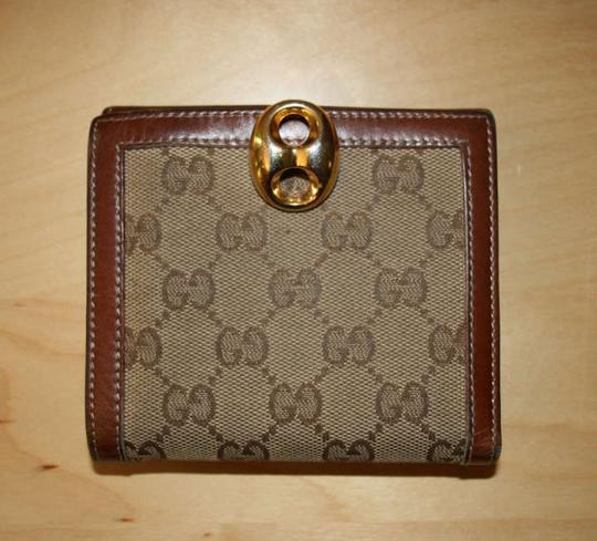 Preload https://item2.tradesy.com/images/gucci-brown-leather-and-canvas-gg-monogram-gold-clasp-closure-wallet-195356-0-0.jpg?width=440&height=440