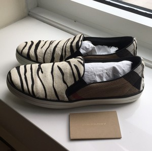 Burberry Black brown white Flats