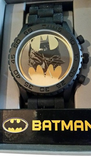 Preload https://img-static.tradesy.com/item/19537994/dc-comics-black-yellow-gold-tone-new-batman-and-batman-face-in-bat-logo-watch-0-1-540-540.jpg