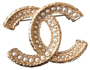 Chanel Chanel Classic Pearls Gold Metal CC Logo Brooch Pin