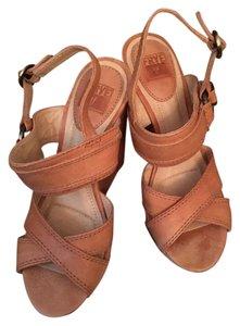 Frye Classic Leather Wedge Vintage Natural Sandals