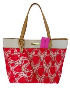Betsey Johnson Lacey Heart Large Tote in fuchsia/natural