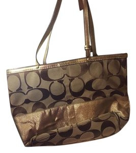Coach Wallet Wristlet Tote in Tan brown with gold