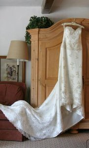 Anjolique Ivory Satin & Lace 703 Formal Wedding Dress Size 4 (S)