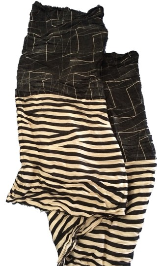 Preload https://item1.tradesy.com/images/urban-outfitters-black-and-white-infinity-scarfwrap-1954750-0-0.jpg?width=440&height=440