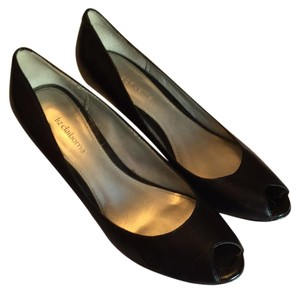 Liz Claiborne Black Pumps