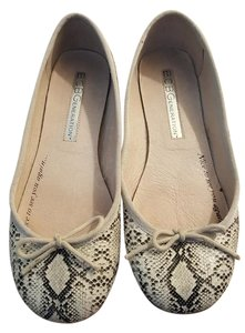 BCBGeneration Black and white Flats