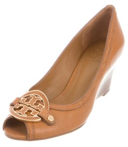 Tory Burch Leather Embellished Logo Brown Pumps