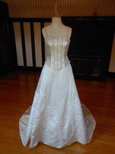 Sincerity Bridal Ivory/Taupe Satin 3514 Destination Wedding Dress Size 6 (S)