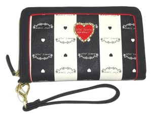 Betsey Johnson BONE /BLACK Betsey signature OVERSIZED WALLET/wristlet