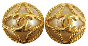 Chanel chanel vintage pearl gold clip on earrings