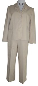 Alfred Dunner Alfred Dunner spectacular pants suit. size:10P / 12P. Excel. cond.