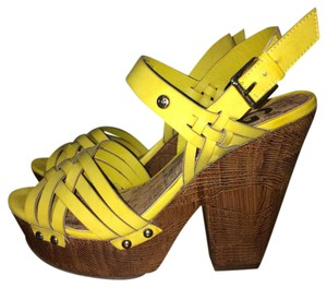 Guess Mustard/yellow Platforms