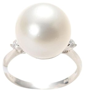 PT900 Platinum Diamonds Pearl Ring