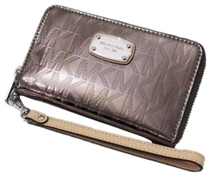 Michael Kors New With Tags Michael Kors Nickel Large Flat Multi Function Phone Case