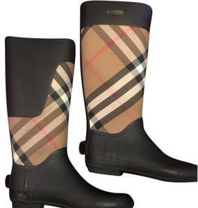 Burberry Black with burberry checkered print Boots