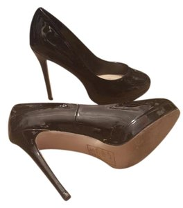ShoeDazzle Platform Black Pumps