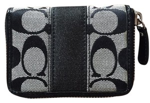 Coach ID and change Wallet Color is black never been used Coach