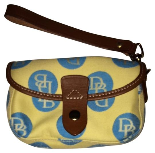 Preload https://item4.tradesy.com/images/dooney-and-bourke-wristlet-1957448-0-0.jpg?width=440&height=440