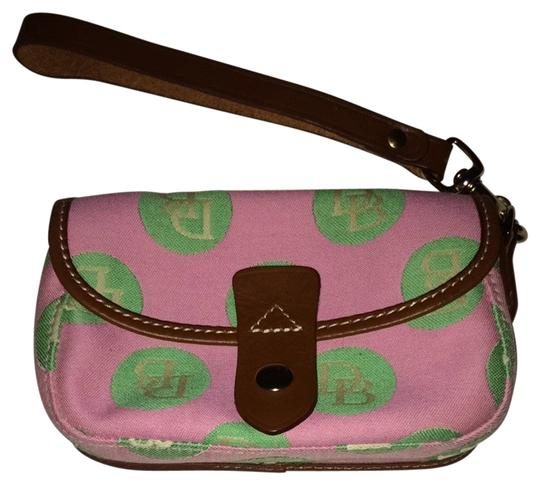Preload https://item5.tradesy.com/images/dooney-and-bourke-wristlet-1957454-0-0.jpg?width=440&height=440