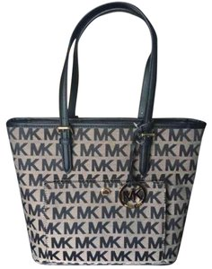 MICHAEL Michael Kors Tote in Black With Gold