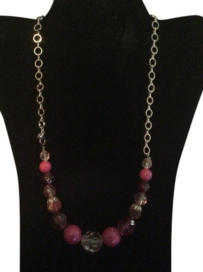 Preload https://item1.tradesy.com/images/pink-necklace-1957520-0-0.jpg?width=440&height=440