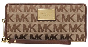 Michael Kors Michael Kors Jet Set Travel Continental Wallet Mocha