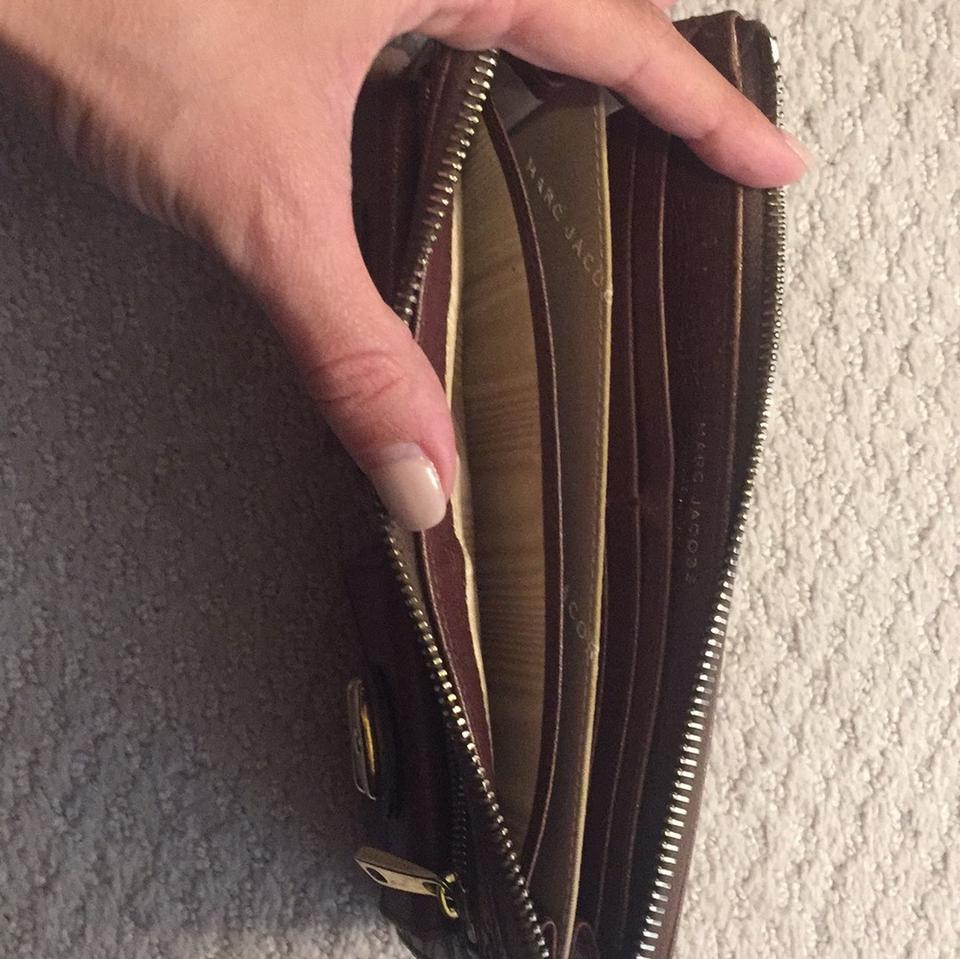 Leather Marc Wallet Jacobs Wristlet Brown BAwnOx1wqS