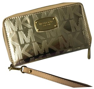 MICHAEL Michael Kors Wristlet in Gold