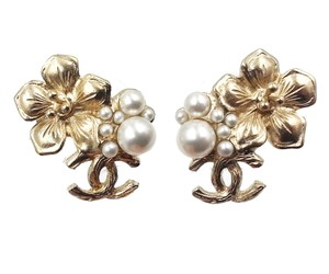 Chanel Chanel Gold Flower Pearl CC Piercing Earrings
