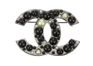 Chanel 05A Gunmetal Black Pearl CC Brooch