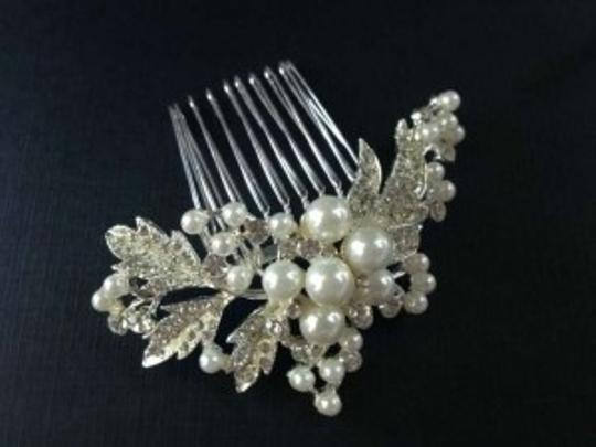 Preload https://item4.tradesy.com/images/david-s-bridal-silver-spray-comb-style-c2104-hair-accessory-195808-0-0.jpg?width=440&height=440