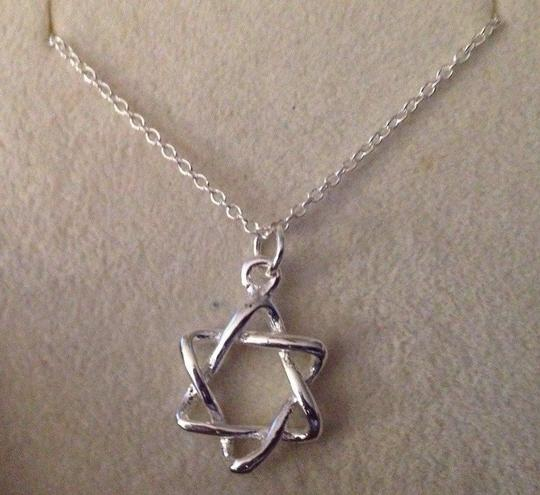 """Sears FREE SHIPPING!! Silver Filled """"Star of David"""" on a 18"""" Chain. Lovely on the neckline."""