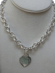 Tiffany & Co. sterling silver RTT heart Tag necklace 16